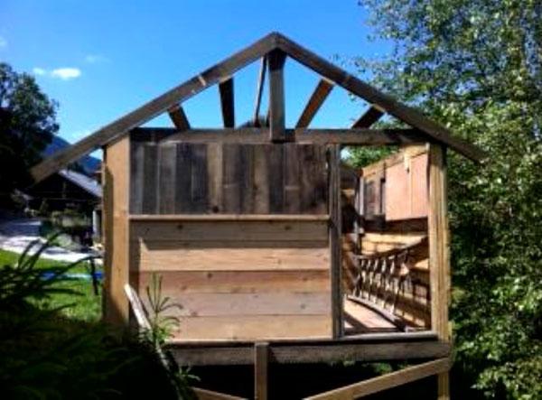 cabane de trappeurs en bois. Black Bedroom Furniture Sets. Home Design Ideas