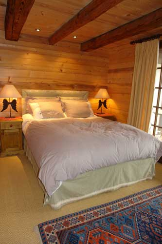photo de chalet bois et pierres th nes. Black Bedroom Furniture Sets. Home Design Ideas