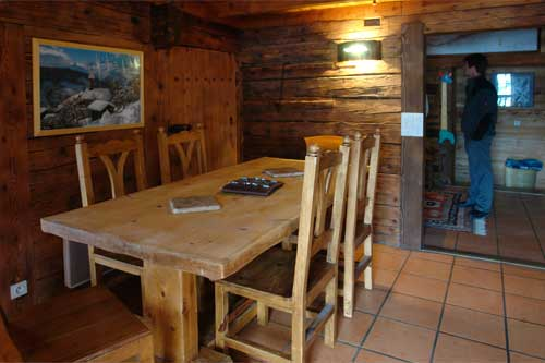 Photo de chalet bois et pierres th nes for Interieur de chalet